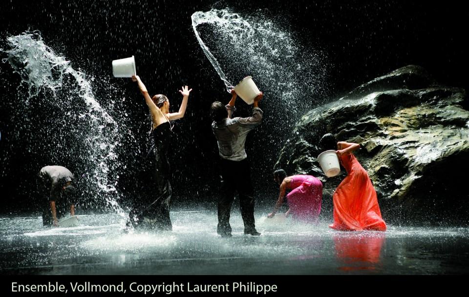 VOLLMOND (LUNA LLENA) de Pina Bausch. El copyright de la fotografía es de Laurent Philippe