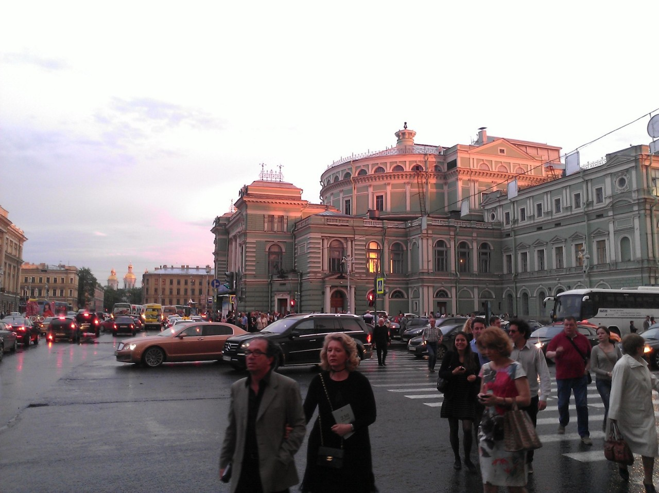 19 Mayo 2013 la salida del Teatro Mariinski