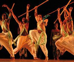 Mirando a América: 6 minutos del Ballet Folklórico Nacional de Cuba y otros 2 minutos de Mambo en el patio de El Palenque en LaHabana