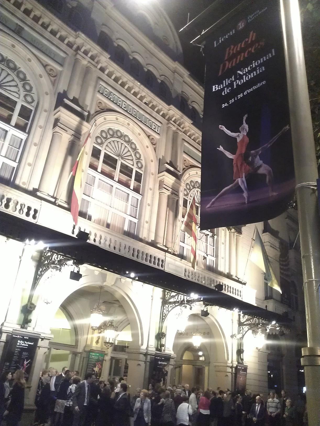 """""""Bach dances"""" del Ballet Nacional de Polonia, un regalo para los sentidos. En el Teatre del Liceu hasta mañana sáb 26 oct o a las 17.00 o a las21.30"""