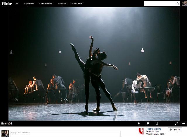 Aquí esta otra foto para que veáis la estética en Bolero (Fotografía con copyright mostrada aquí a través de un link a la plataforma Flickr del Teatre Victoria. Si clicáis, podréis ver más fotografías muy bellas del espectáculo de ayer.) http://flic.kr/p/g8BYHw