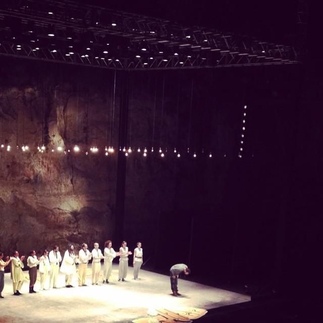 Saludo de despedida de HOFESH SCHECHTER COMPANY tras la última representación de SUN en el Teatre Grec el jueves 10 de julio del 2014. Fotografía del facebook del FESTIVAL GREC.