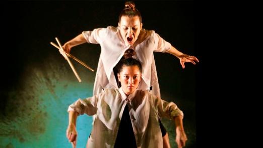 La bailaora Rocío Molina con la bailarina clásica y hip hopera Honji Wang en FELAHIKUM