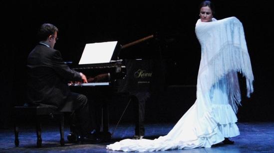 En un cuartito los cuatro_CARLOS MURIAS_piano baile