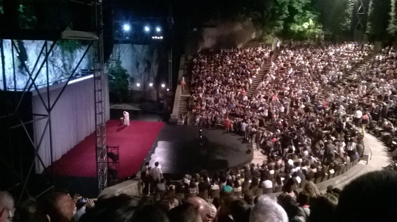 Fotografía 1 de julio momentos antes de comenzar el estreno de VORONIA de LA VERONAL en EL GREC. Teatre Grec.