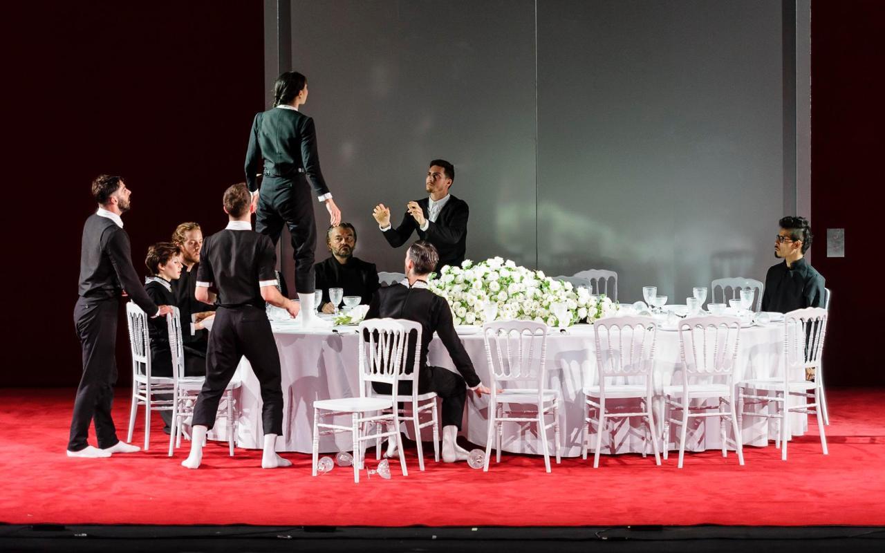 Escena del banquete en VORONIA de LA VERONAL. Grec 2015.