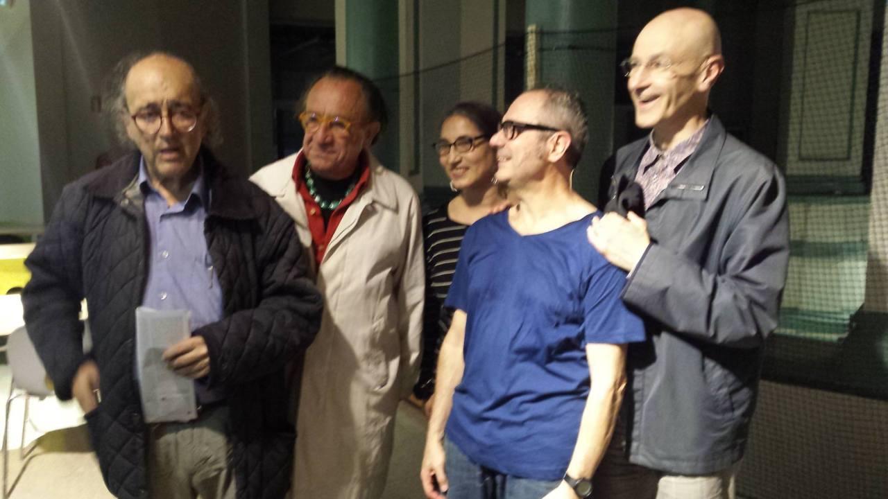 Foto de Toni Jodar con Angels Margarit Cesc Gelabert Alberti Vidal Carlos Santos Mercat Flors mayo 2016
