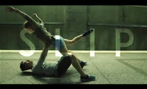 SLIP, un vídeo con una coreografía que gustó tanto que se hizo viral y dio a conocer a su músico ElliotMoss