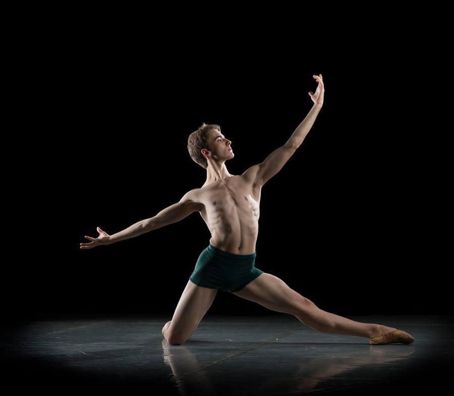 Un jovencísimo Gonzalo Preciado Azanza en plena gira de ballet con su FUSION TOUR2017