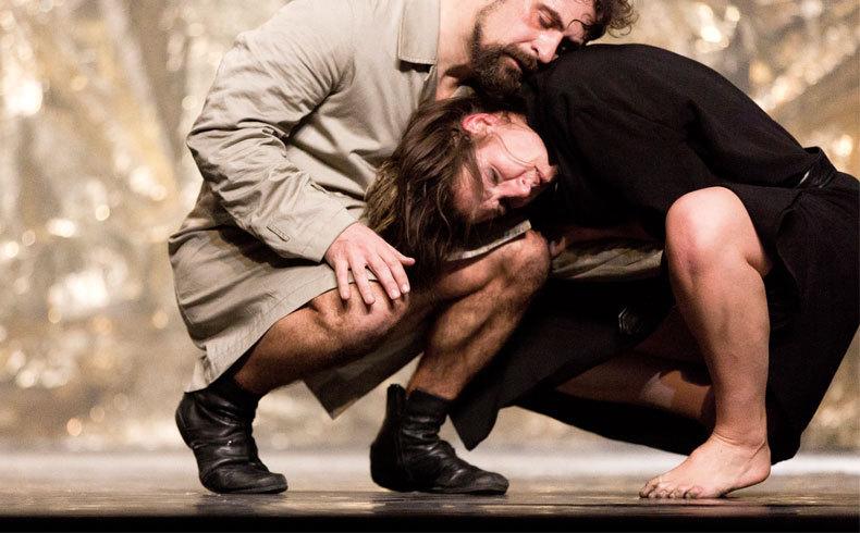 Poesía danza y teatro físico en MUD GALLERY Animales de Hermosa Piel de LAINTRUSA
